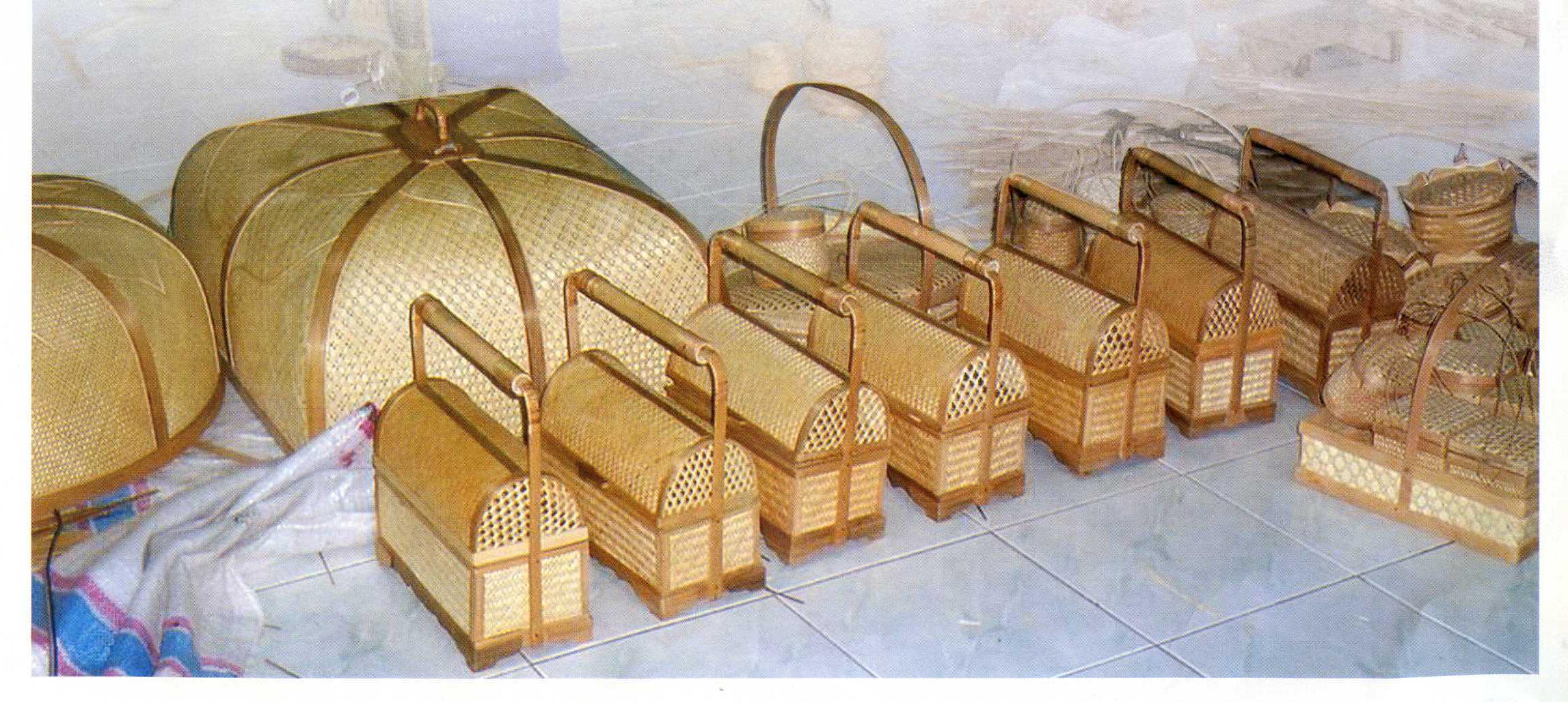 Bahan baku bambu pilihan per batang Rp5.000,00. Cukup murah ...