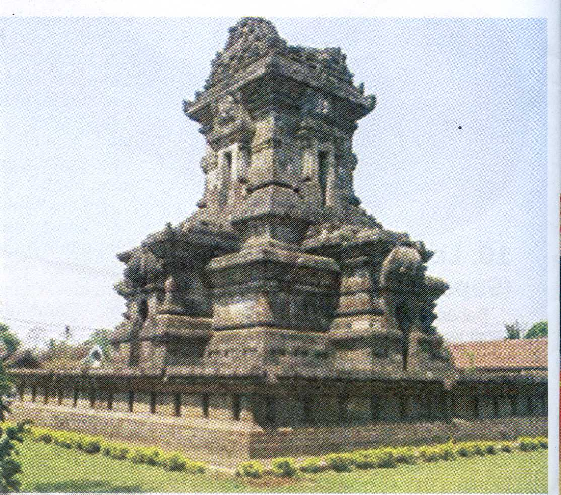http://jawatimuran.files.wordpress.com/2012/05/candi-singosari001.jpg