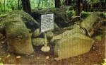batu terkubur001